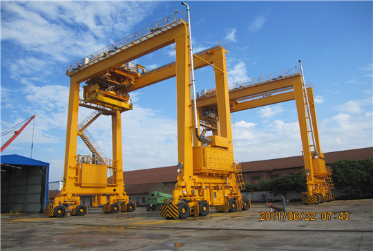 Rubber Tyred Gantry Cranes Translate : Magnetic crane delivery to syria weihua group